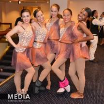El poder de ser mujer Gala Senior Dancers Pose